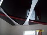 Комбинирование лакового потолка со вторым уровнем полос